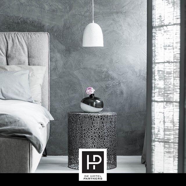 Dat Een Design Hotel Niet Persé Duur Hoeft Te Zijn Blijkt Uit Het Viroth Hotel In Cambodjaanse Stad Siem Reap. Dit Hotel Is Namelijk Uitgeroepen Tot Het Mooiste Hotel Ter Wereld. Je Betaalt Slechts 90 Euro Voor één Overnachting In Een Stijlvol Ingerichte Kamer. Staat Dit Hotel Al Op Jouw Bucketlist? #designhotel #hotelinterieur #hotelkamerdesign #virothhotel #dehotelpartners