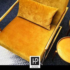 Goud Gaan We Ook Dit Najaar Veel Zien! Deze Goudkleurige Velvet Fauteuil Met Gouden Details Geeft Een Chique Uitstraling Aan Bijvoorbeeld Een Lobby.
